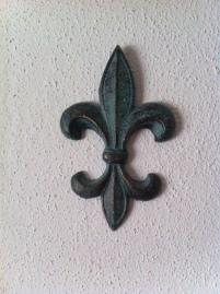 fleur de lis (wall)